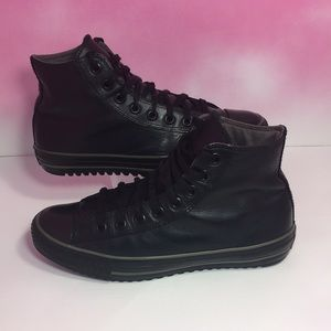 CONVERSE ALL STAR BLACK LEATHER HIGH TOPS/SIZE 9